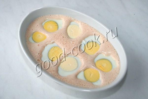 яйца, запечённые в сметанно-томатном соусе