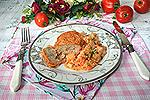 запечённые мясо-картофельные котлеты с овощами