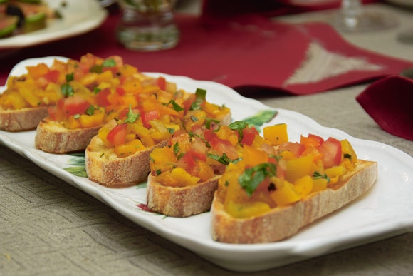 Несколько фотографий крупным планом: Салат нумеро уно салат нумеро дуо канапе с печеночным паштетом... - 5