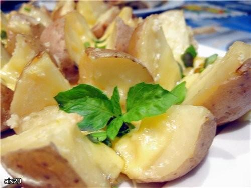 Чесночная картошечка, запеченная под сыром