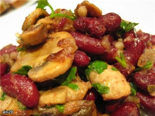 Лобио с грибами Ингредиенты: - 1 стакан красной фасоли - 2 луковицы - 300 г шампиньонов - 5 веточек...
