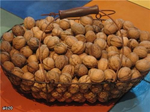 Ну и напоследок принесла вам дачный гостинец: Грецкие орехи Угощайтесь, мои хорошие