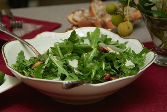 Несколько фотографий крупным планом: Салат нумеро уно салат нумеро дуо канапе с печеночным паштетом... - 2