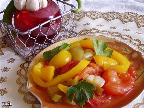 Куриный суп с домашней лапшой Биточки с сушеными помидорами и сливочным маслом Отварной рис с зелен... - 4