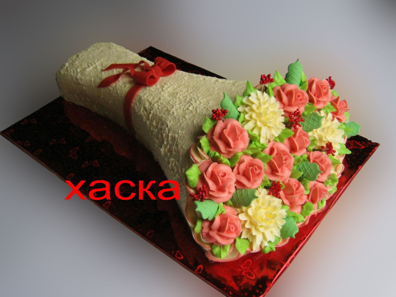 Торт в виде букета роз из крема