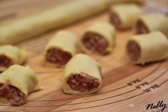 Эти шарико-пирожки можно подавать как горячую закуску, к супу или как самостоятельное блюдо с зелён... - 4