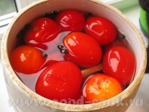 Помидоры соленые Ингредиенты: - помидоры - букет (листья хрена, листья смородины и вишни, зонтики у...