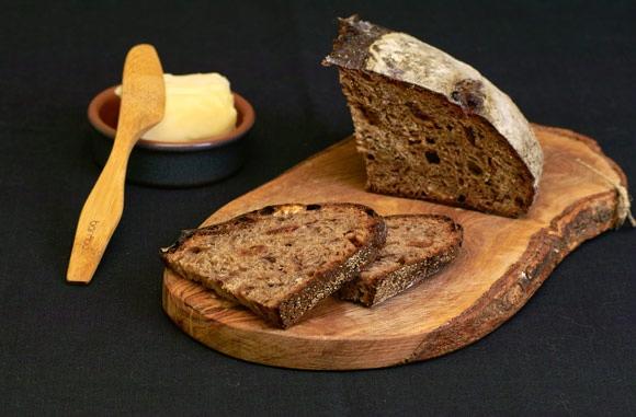 Мой вклад к всемирному Дню Хлеба Ржаной xлеб на закваске с инжиром и орехами Белый хлеб для сэндвич...