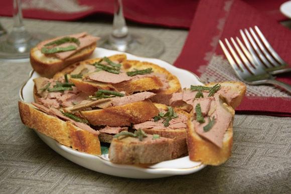 Несколько фотографий крупным планом: Салат нумеро уно салат нумеро дуо канапе с печеночным паштетом... - 3