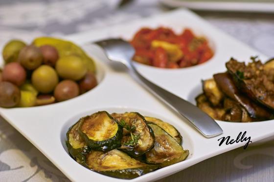 Mаринованные овощи ( цуккини и баклажаны), печёные помидоры