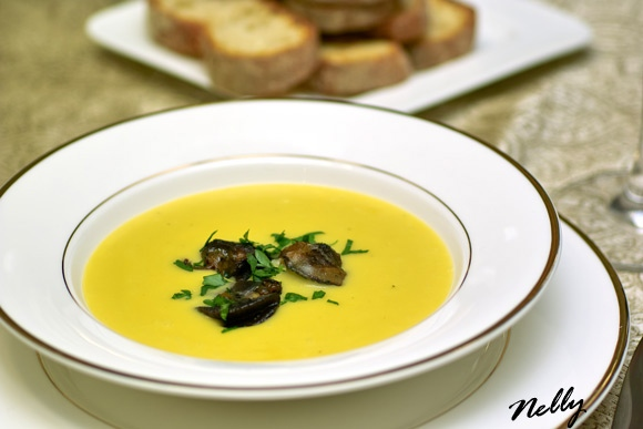 Рецепт супа принадлежит Гастроному, а я его нашла на форуме www