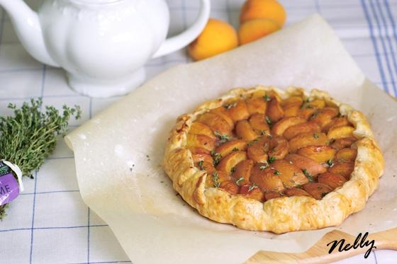 Галетт с абрикосами и тимьяном