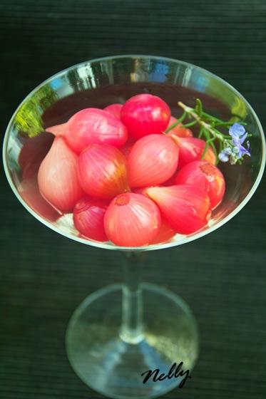 Маринованный по этому рецепту лук можно использовать или как закуску или в качесте дополнения к сал...