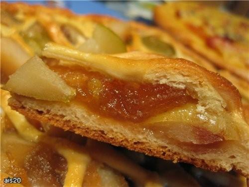 Грушево-яблочный пирог Ингредиенты: - 2/3 части Дрожжевого теста - 0,5 л банка замороженных груш (и... - 2