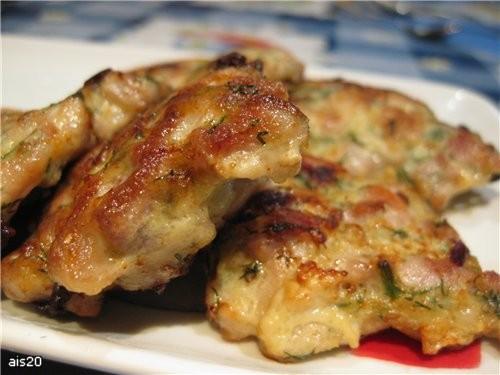 Куриные котлетки-оладушки Ингредиенты: - 3 куриных окорока - 2 репчатых лука - 2 зубчика чеснока -...