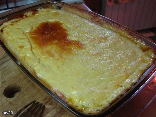 Мясная запеканка под сырным соусом Ингредиенты: - 700-800 г мяса по вкусу (у меня свинина) - 2-3 ло... - 2