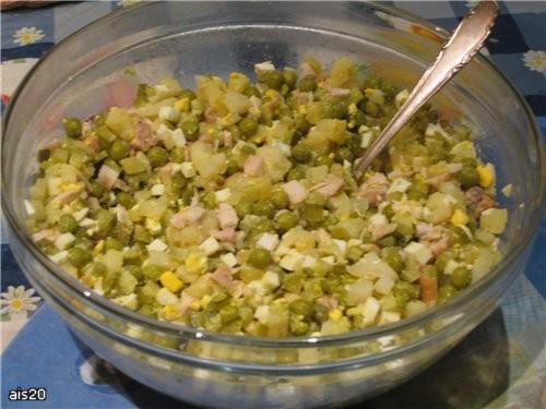 Несу вам угощение с моего вчерашнего ужина: Тазик оливье а это уже заправленный майонезом салатик М...