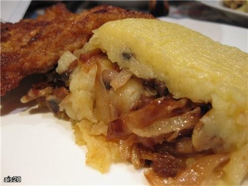 Картофельный рулет с капустой и грибами