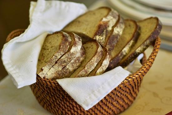 Алёна, конечно хлеб пекла