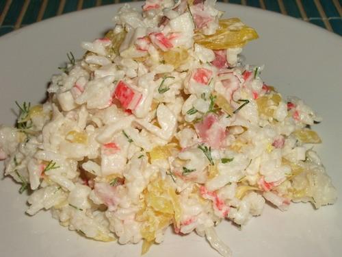Рецепт салата из крабовых палочек с рисом и кукурузой