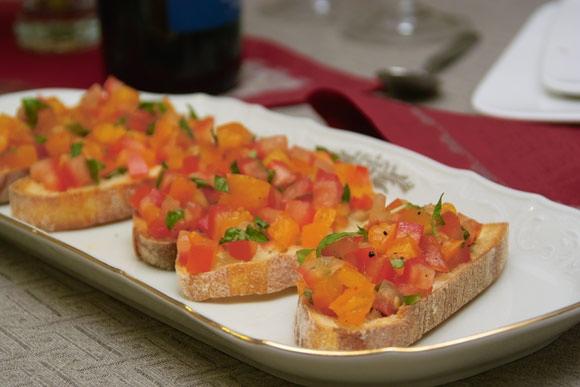 Несколько фотографий крупным планом: Салат нумеро уно салат нумеро дуо канапе с печеночным паштетом... - 4