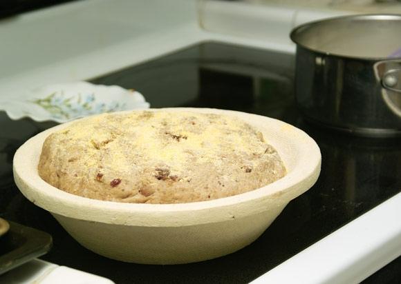 Формирую буханку, кладу в форме на расстойку, убираю в духовку Затем готовлю панакотту