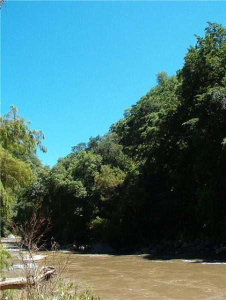 Кроме этого можно было спуститься к реке, которыя выходит из пещеры и там пройти другой путь, но мы... - 2
