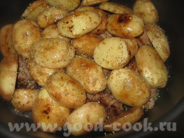 Картофель разрезаем пополам вдоль (если крупный, то кружочками) и также быстро обжариваем до румяно... - 3