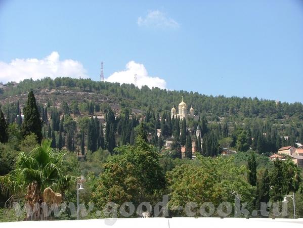 А монастырь был прямо над нами и слепил золотом своих куполов