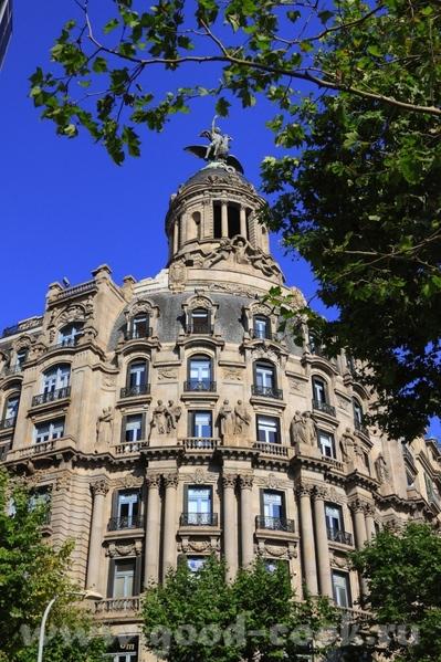 По приезду в Барселону мы прогулялись по проспекту Грасия - 3