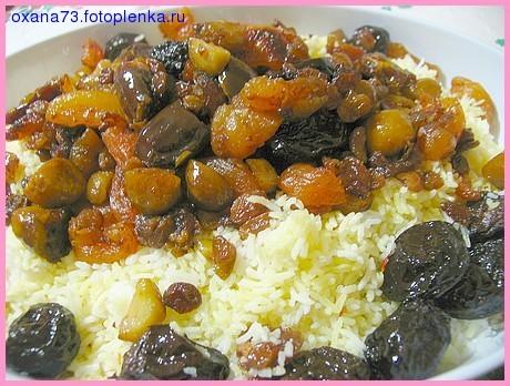 Колбасные разные нарезки, на горячее запекала курочку с картофелем, курочку мариновала с луком и бе... - 2