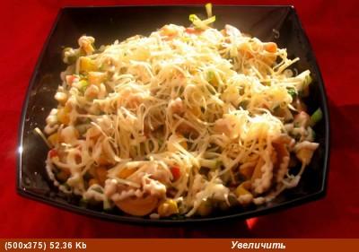 """У нас как всегда скромный ужин: салатик """"Лагуна"""" на второе запеканочка из фарша с яйцом и картошечк..."""