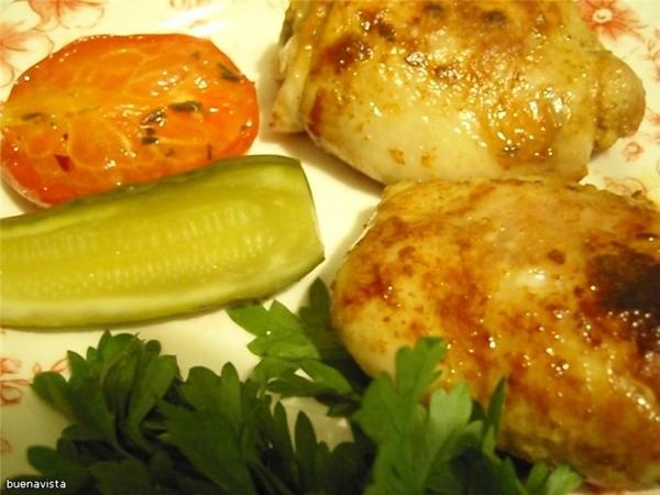 Цыпленок карри Что нужно: 1 цыпленок для жарки весом 1,5 кг 250 г натурального йогурта 2-3 зубчика...