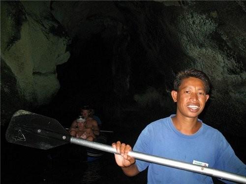 плавали мы значит плавали-усыпляли нашу бдительсть ,а потом мы стали заплывать в пещеры-нужно было...
