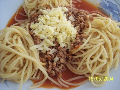 У нас сегодня итольянская кухня, шрагети бологнезе и салат