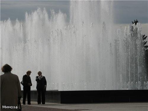 А это уже комплекс тоже новых фонтанов у Финляндского вокзала - они еще и подсвечиваются - 3