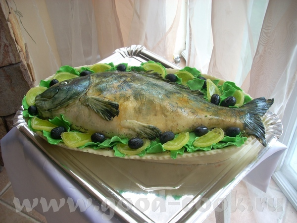 Тортик в виде рыбы на блюде - 3