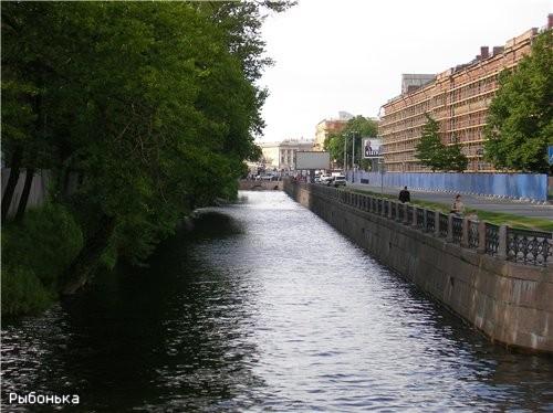 Крюков канал вдоль Новой Голландии (она слева)