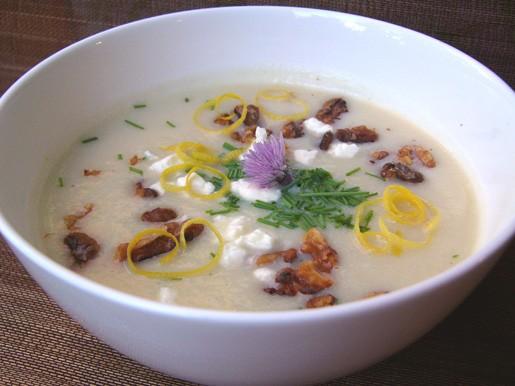 Суп из цветной капусты с грецкими орехами