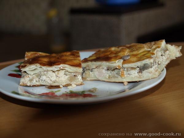 Куриный пирог Пождарить куриное филе с грибочками лучком ,добавить чеснок специи по вкусу и в конце...