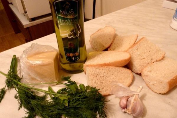 Чесночные хлебцы Ингредиенты: французский батон\французские булочки (как маленькие батоны) оливково...