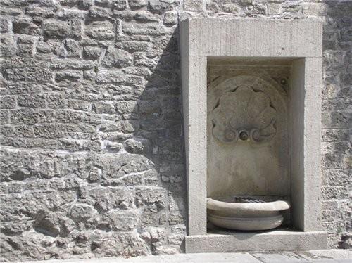 А вот это был фонтанчик для питья, такая прелесть