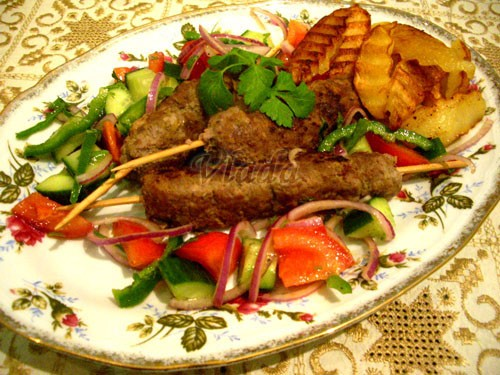 Кябабы на шампурах по-турецки Источник: ''Приятного аппетита'' 500 г фарша щепотка...