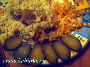 На обед у нас был грибной супчик и мясо тушеное с луком и морковью с рисом - 2