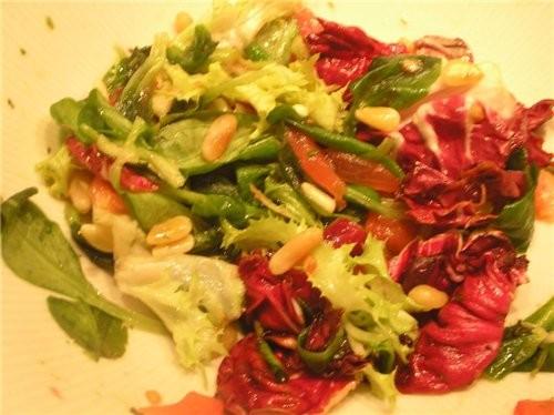 Салат с кедровыми орешками и оливковым маслом- все виды салата, которые подвернулись под руку