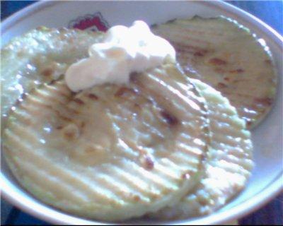 Жаренные кабачки Небольшой кабачок Масло растительное соль мука Разрезать какбачки на дольки