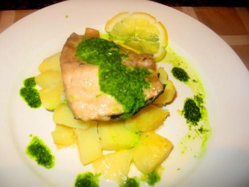 Девочки а у нас простой ужин: борщик с говядинкой сазан припущеный с отварным картофелем и зеленью... - 2