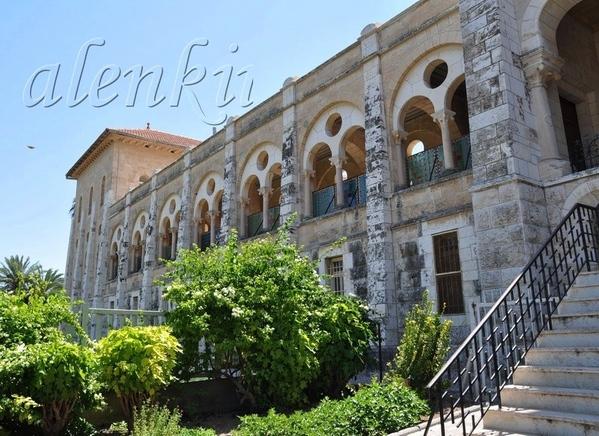 Можно подойти к комплексу монастырских строений, в котором для туристов доступно только посещение ц... - 2