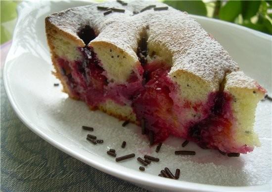 Обнаружила остатки слив и быстро приготовила пирог, на манер сливовой шарлотки, очень воздушный и а...