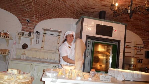 Парень-пекарь был очень весёлым, рассказывал как делать коротко и ясно на немецком и сразу на англи... - 4